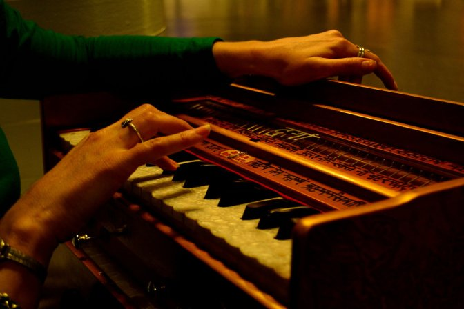 the_harmonium_player_by_matadurga-d6z3kqc